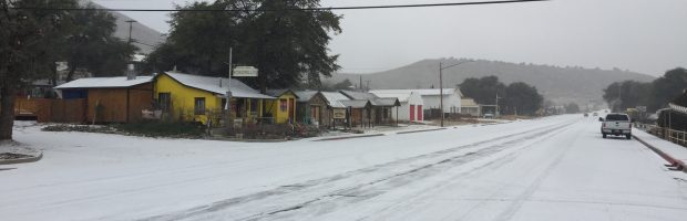 Its snowing in Yarnell at Gilligans Pizza and Bar